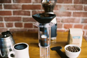 Pictured is the Aeropress. A detailed explanation of how the device works can be found at http://stumptowncoffee.com/brew-guides/aeropress/